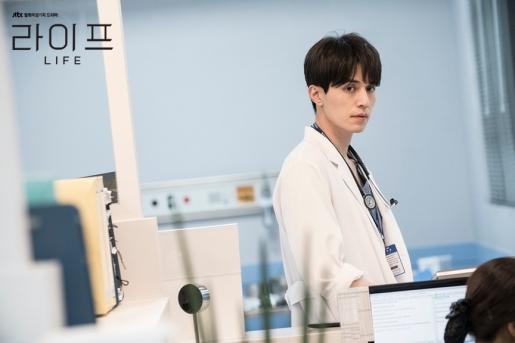 Jin Woo doctor
